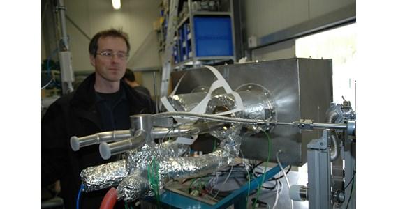 Martin Roeb behind HydroSol reactor.JPG