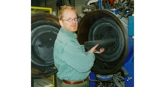 Per Stobbe loading furnace 1992.JPG